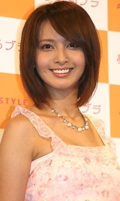 えくぼがかわいい加藤夏希。